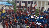 Permalink ke Ribuan Masa Gelar Aksi Demo Di Halaman Kantor Pengadilan Negeri Sintang, Desak 6 Petani Terdakwa Dibebaskan