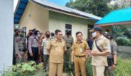 Permalink ke Tenangkan Warga Sikapi Penyegelan Kantor Desa, Wabub Sintang Turun Langsung Ke TKP