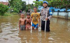 Permalink ke Tanggap Banjir, Polisi Terus Pantau Debit Air Sungai Kapuas