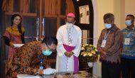 Permalink ke Pjs. Bupati dan Uskup Sintang Resmikan Gereja Katolik Keluarga Kudus Pandan