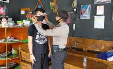 Permalink ke Wakapolsekta Sintang Pakaikan Masker Ke Warga